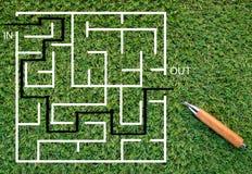 书写看图画解答迷宫解答概念的 库存照片