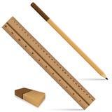 书写统治者和橡皮擦在一个木设计 统治者和铅笔有在白色背景木纹理的隔绝的橡皮擦的 免版税库存图片