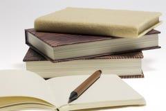 书和笔记采取 库存照片
