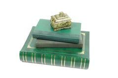 书和绿沸铜小箱 免版税库存图片
