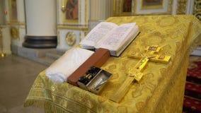 书在教会里 影视素材