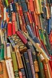 书大色的堆 免版税库存照片