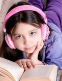 书女孩一点读了 免版税库存图片