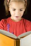 书女孩一点读取 免版税库存照片