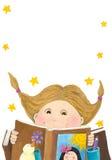 书女孩读取惊奇了 免版税图库摄影