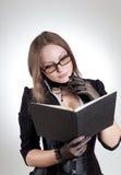 书妇女年轻人 免版税库存图片