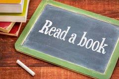 读书忠告在黑板 免版税库存图片