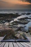 书日出创造性的概念页在海洋游泳池的 免版税库存图片