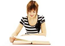 书服务台女孩读取坐少年 免版税库存照片