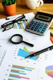 书桌办公室企业财务会计计算,注标analy 库存图片