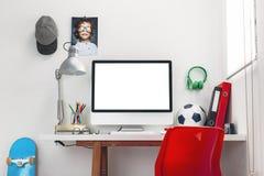 书桌在儿童的卧室。 免版税图库摄影