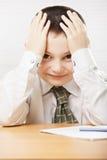 书桌的正面男小学生 免版税库存照片