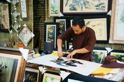 书法家凹道手写在书法方面。SAI GON,越南2013年2月1日 库存图片