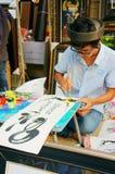 书法家凹道手写在书法方面。SAI GON,越南2013年2月1日 免版税库存照片