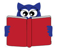 读书猫头鹰 库存照片