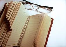 书玻璃和笔 免版税库存图片