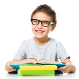 书男孩一点读取 免版税图库摄影
