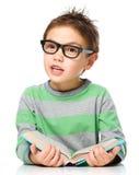 书男孩一点读取 免版税库存照片