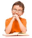 书男孩一点读取 免版税库存图片