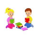 书男孩女孩读 免版税图库摄影