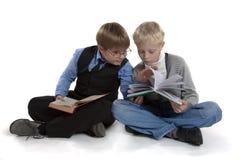 书男孩读 免版税图库摄影