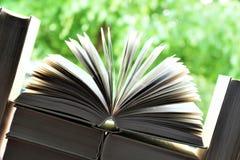 书的图象在一个开窗口前面的 免版税图库摄影