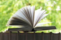 书的图象在一个开窗口前面的 免版税库存图片
