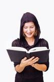 黑读书的妇女 免版税图库摄影