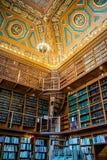 书的巨大的收藏在上帝,罗德岛公立图书馆里  免版税图库摄影