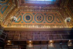 书的巨大的收藏在上帝,罗德岛公立图书馆里  库存照片