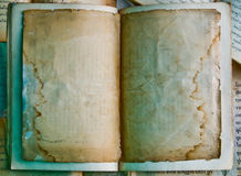 非常旧书空白的首页  库存图片