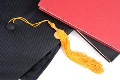 书盖帽毕业 免版税库存照片