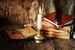 书笔蜡烛浪漫史 库存照片
