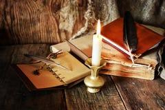 书笔蜡烛浪漫史 库存图片
