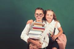 书籍爱好者 准备对努力学习在学校 库存照片