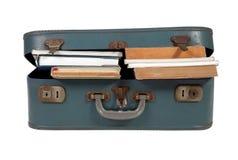 书被装载的皮革手提箱 图库摄影