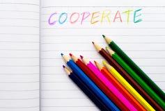 书面的五颜六色的pensils字 库存图片