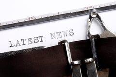 书面的最新的新闻打字机 免版税图库摄影