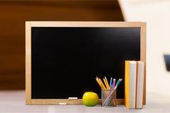 书面的黑色黑板董事会白垩黑板教育现有量学校文字 免版税库存照片