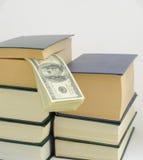 买书用钱 免版税图库摄影