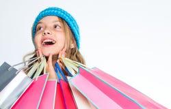买使折扣惊奇的衣裳 得到电视节目预告代码 惊人的销售和折扣 黑色星期五购物 女孩惊奇面孔 库存照片