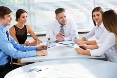 买卖人在一次会议在办公室 免版税库存图片