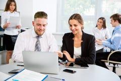 买卖人在一次会议在办公室 免版税库存照片