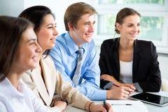 买卖人在一次会议在办公室 库存照片