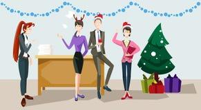 买卖人庆祝圣诞快乐和新年快乐办公室商人队圣诞老人帽子 免版税库存照片
