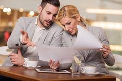 年轻买卖人开业务会议在咖啡店 图库摄影