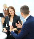 买卖人开会议在办公室 免版税库存照片