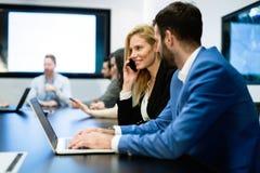 买卖人的图片开会议在会议室 免版税库存照片