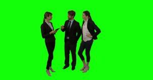 买卖人谈论在数字式片剂 股票录像