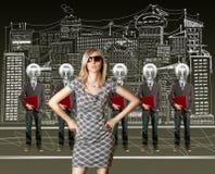 买卖人顶头闪亮指示膝上型计算机妇&# 免版税库存图片